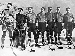 Сборная СССР по хоккею, впервые ставшая чемпионом мира в 1954 году